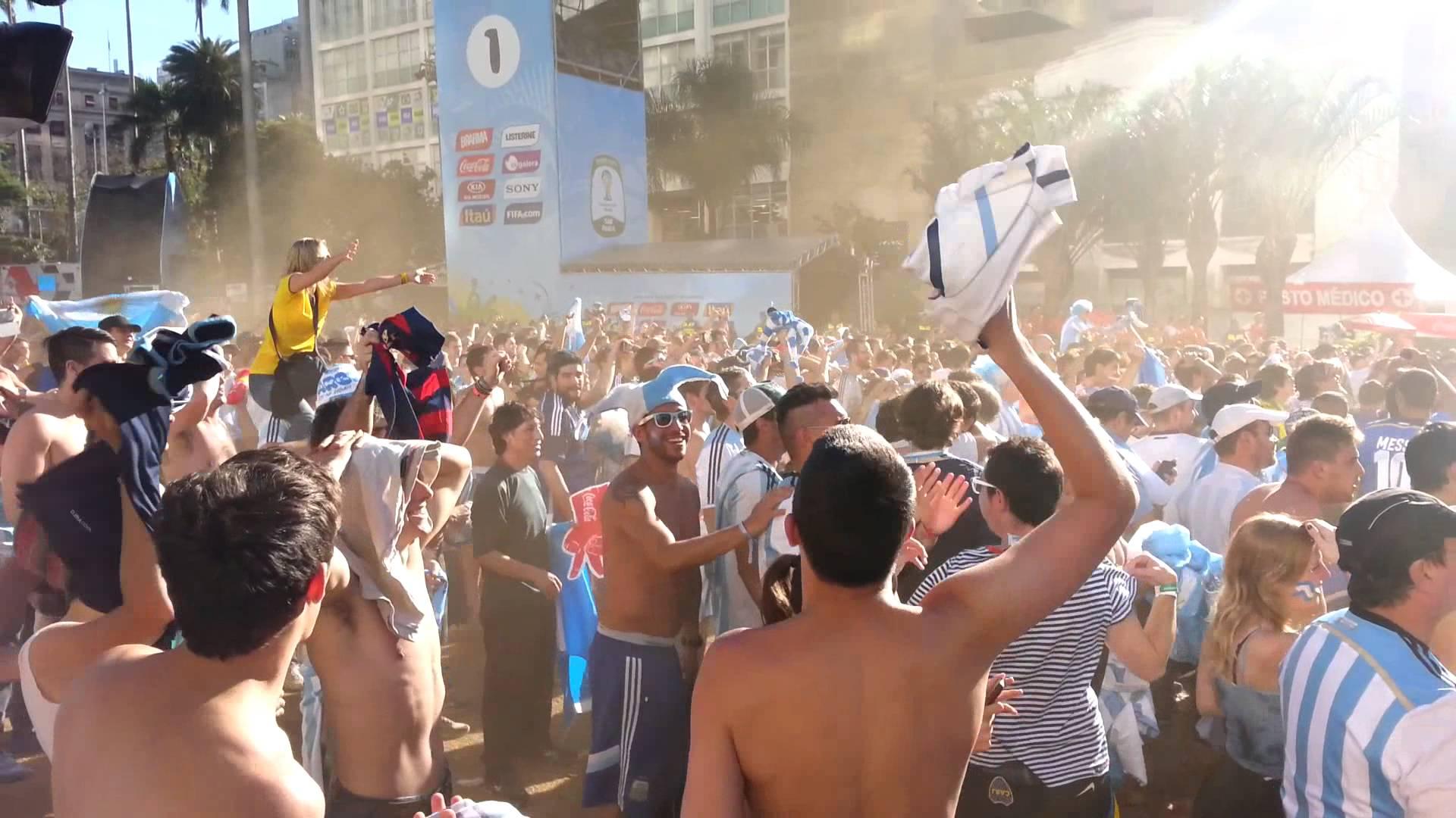 Argentinos enlouquecem com gol de Dí  Maria na Fan Fest de SP
