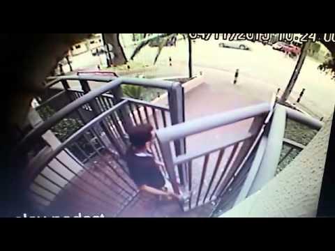Câmeras mostram ex-namorado de dançarina deixando prédio após o crime