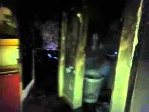 Casa fica completamente destruída por queda de avião em Santos (SP)